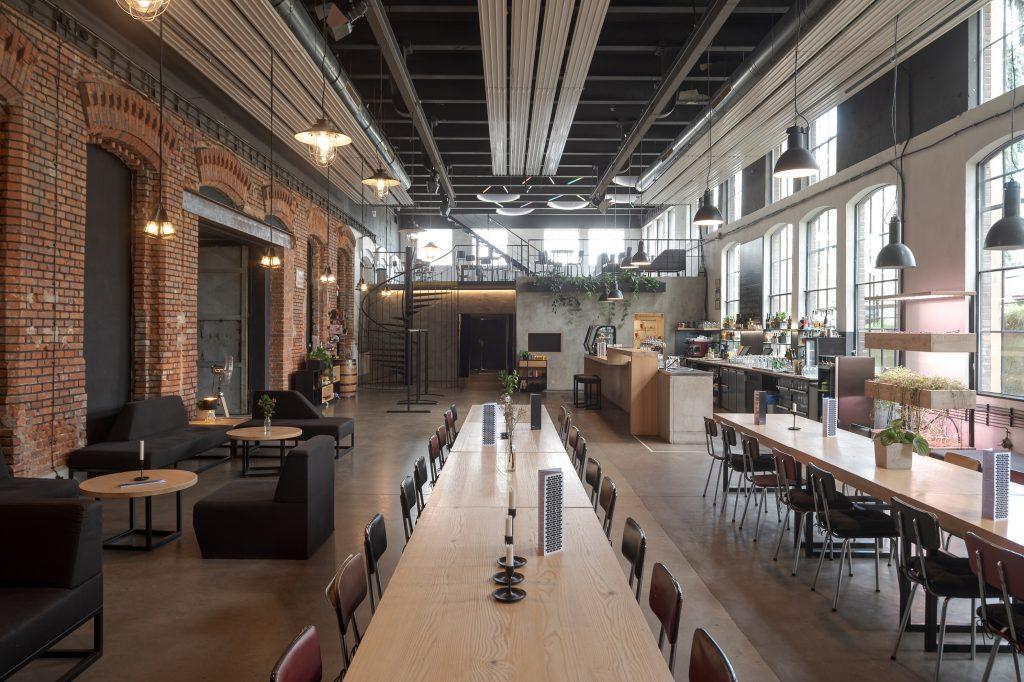 Interiér kavárny v Papírně