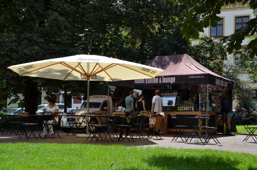 Stánek kavárny Anděl na festivalu